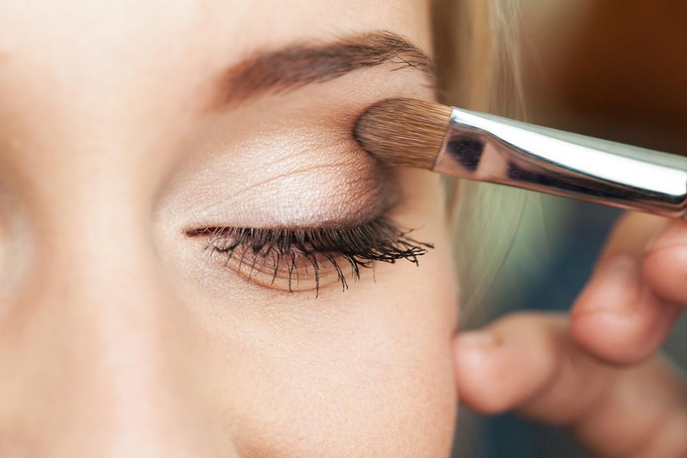 makeup application eyeshadow
